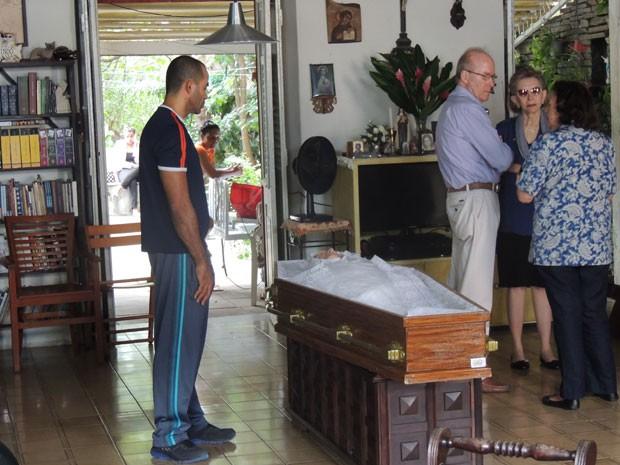 Velório do corpo de Edson Nery da Fonseca, em Olinda (Foto: Vitor Tavares / G1)