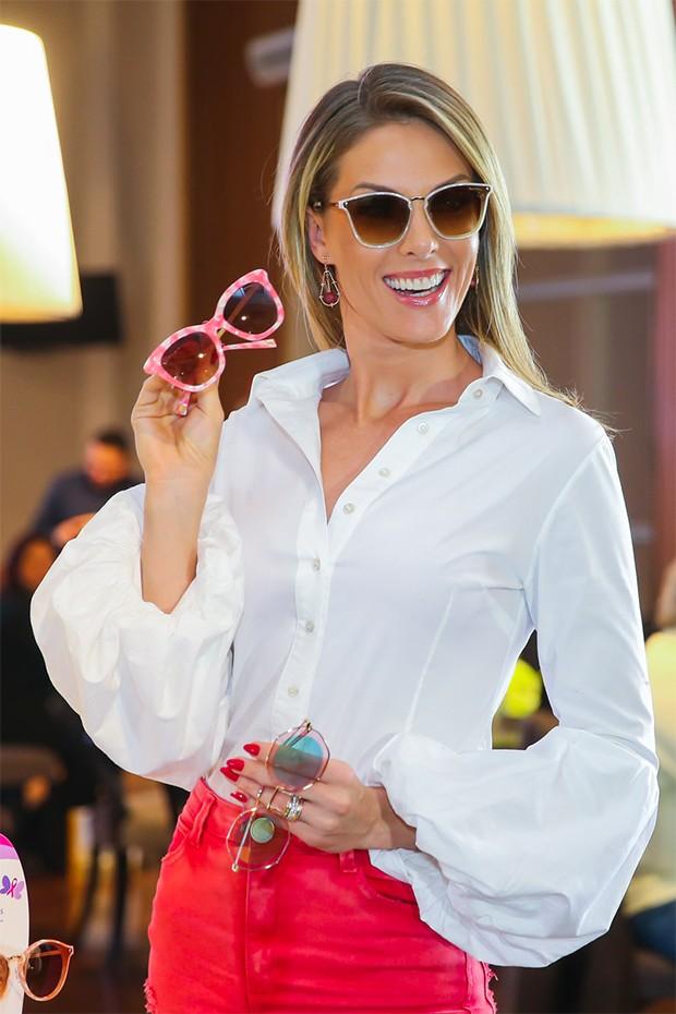 bcfbd31edb24b Ana Hickmann lança coleção de óculos em parceria com ONG - Quem ...