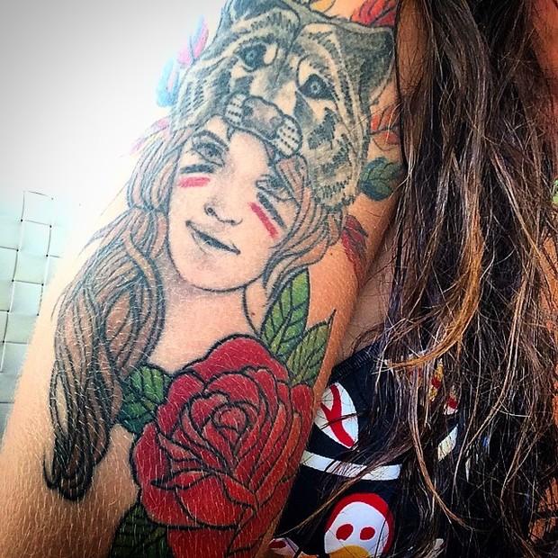 Petra Mattar mostra tatuagem (Foto: Instagram)