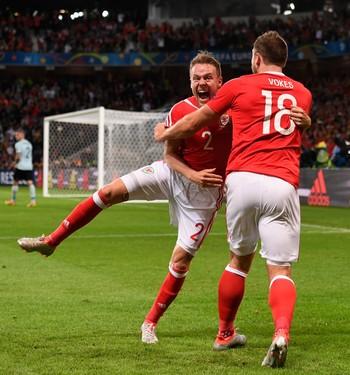 Chris Gunter e Sam Vokes País de Gales (Foto: Getty Images)