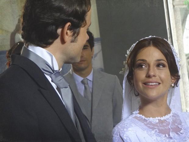 Sandra chora ao fazer seus votos com Teodoro (Foto: Lado a Lado/TV Globo)