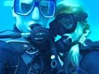 Paris Hilton faz pose até debaixo d'água