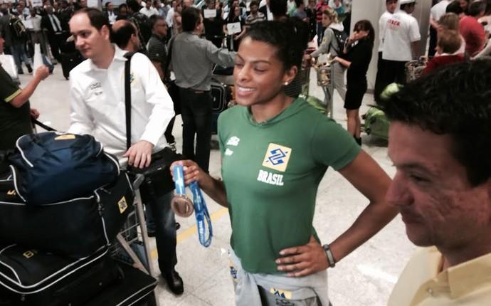 Fernanda Garay, desembarque seleção brasileira feminina de vôlei (Foto: Guilherme Costa)