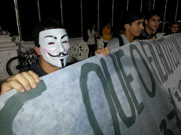 Manifestantes fazem protesto em Santos (Foto: Ivair Vieira Jr / G1)