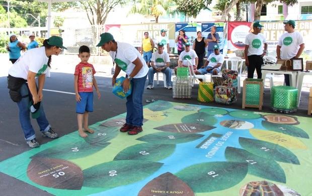 Brincadeiras ambientais atraíram a atenção dos pequenos (Foto: Katiúscia Monteiro/ Rede Amazônica)
