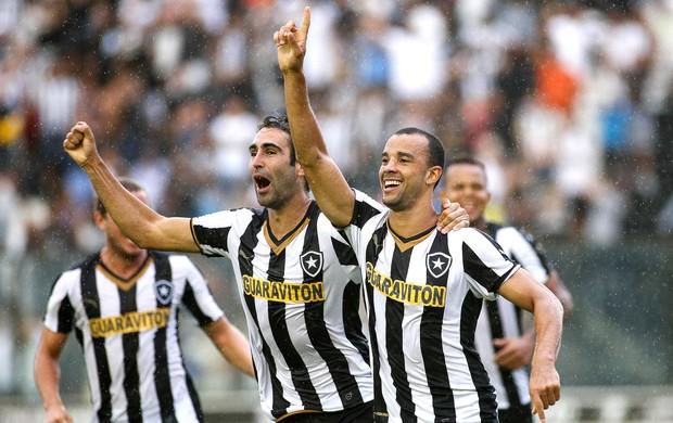 Roger Carvalho comemora gol do Botafogo contra o Boa vista (Foto: Rudy Trindade / Estadão Conteúdo)