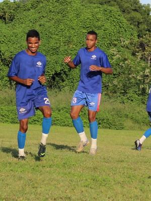 Parte dos jogadores do Enxuga Rato aguardam o início da Copa Piauí para retomar atividades (Foto: Renan Morais/GLOBOESPORTE.COM)
