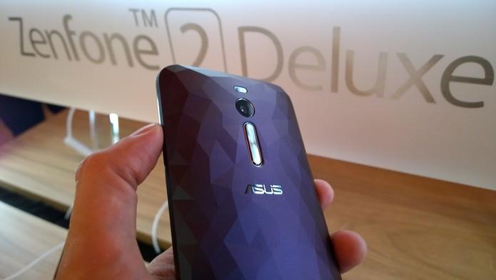 Zenfone 2 Deluxe (Foto: Fabricio Vitorino/TechTudo)