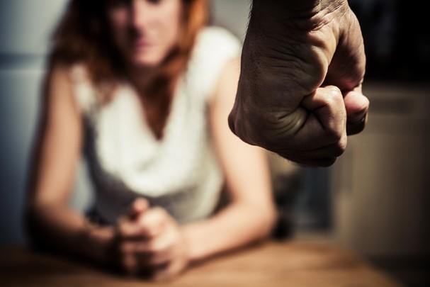 Poucos sabem que a violência doméstica vai muito além da agressão física ou do estupro (Foto: Thinkstock)