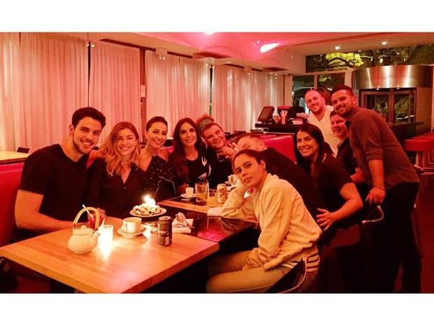 Ivete Sangalo, Grazi Massafera e Sabrina Sato com amigos em restaurante em São Paulo (Foto: Instagram/ Reprodução)