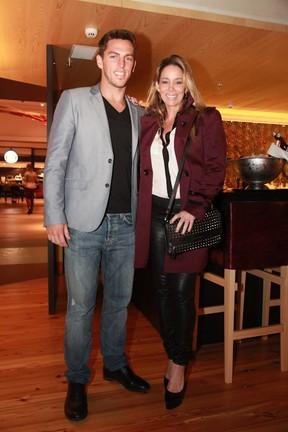 Amaury Nunes e Danielle Winits em inauguração de restaurante na Zona Oeste do Rio (Foto: Miguel Sá/ Divulgação)