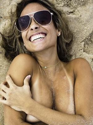 A candidata a musa do topless é frequentadora da praia do Recreio dos Bandeirantes. (Foto: Divulgação/ToplessinRio)