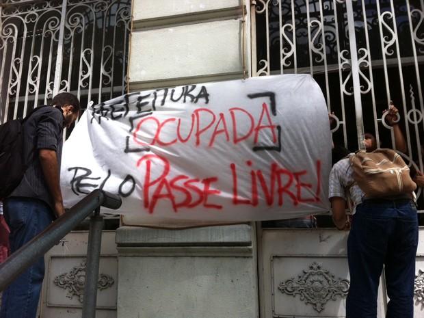 Estudantes ocuparam o Paço Municipal (Foto: Walter Paparazzo/G1)