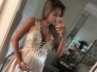 Adriana Sant´Anna veste camisola para mostrar barrigão de gravidez