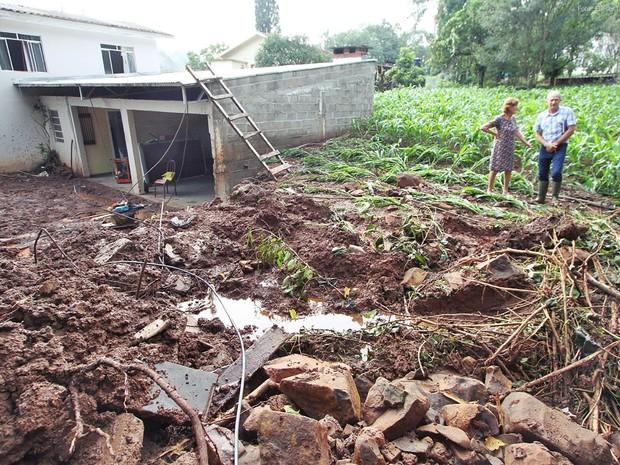 Áreas rurais também foram afetadas por chuvas em Pinhalzinho (Foto: Elieser Donhauser/AGR/Rádio Centro Oeste)