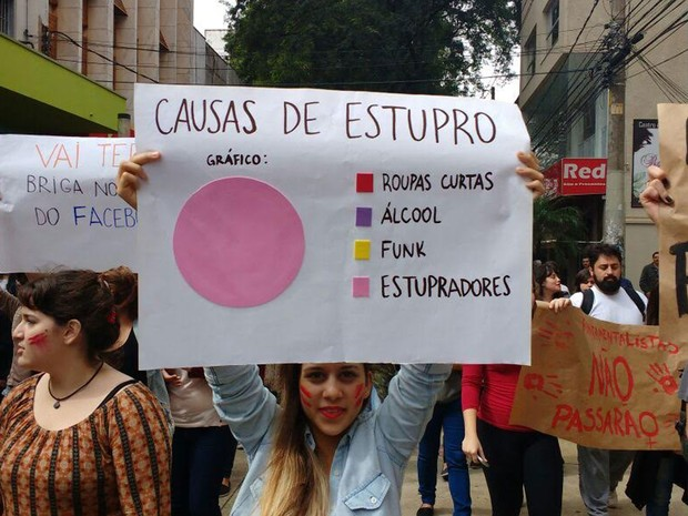 Protesto contra o estupro foi realizado no Calçadão do Centro de Presidente Prudente (Foto: Betto Lopes/TV Fronteira)