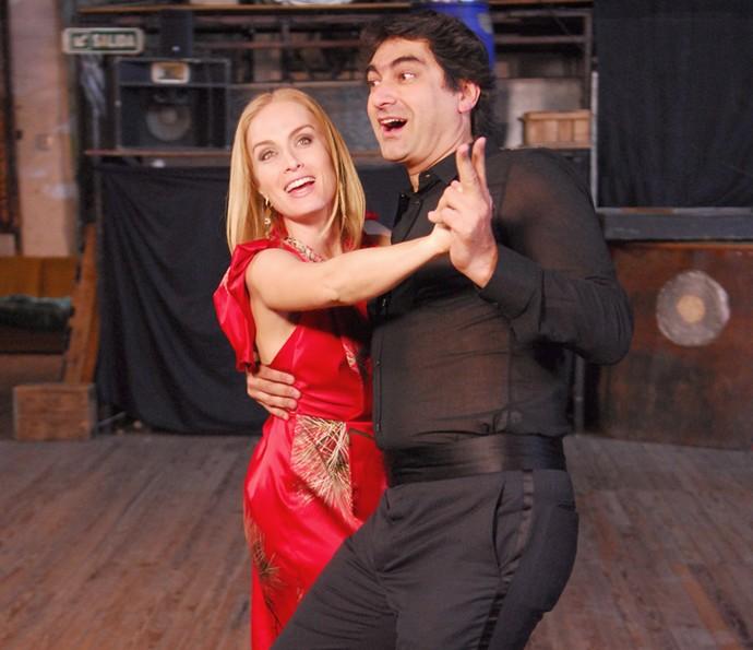 Zeca Camargo tira Angélica para dançar (Foto: CEDOC / TV Globo)