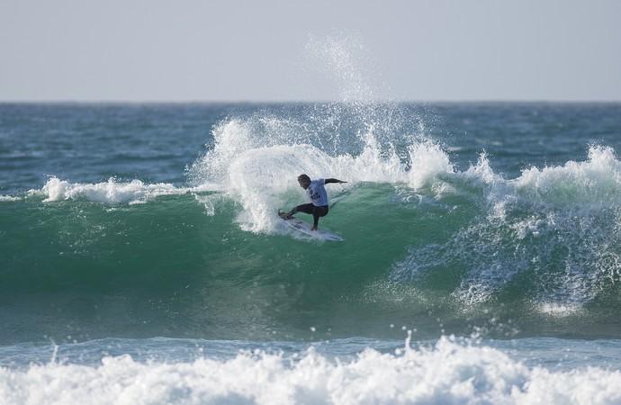 Tomas Hermes em ação na etapa de Jeffreys Bay pelo Mundial de Surfe 2015 (Foto: Divulgação / WSL)