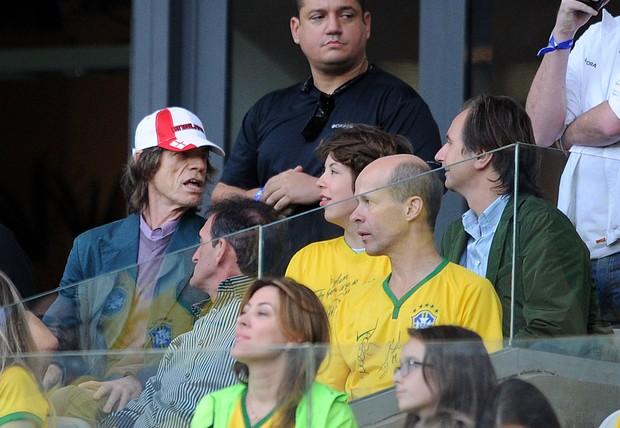 Mick Jagger com o filho Lucas no Mineirão (Foto: Getty Images)