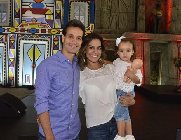 Rodolfo Medina, Livia Rossi e Bruna (Foto: Fabio Cordeiro/ Ed. Globo)