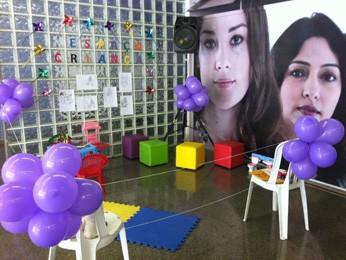 Espaço destinado para crianças durante evento que comemora oito anos da Lei Maria da Penha  (Foto: Grazielle Mendes/G1)