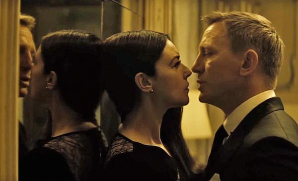 O ator Daniel Craig no papel de James Bond em cena de 007 (Foto: Reprodução)