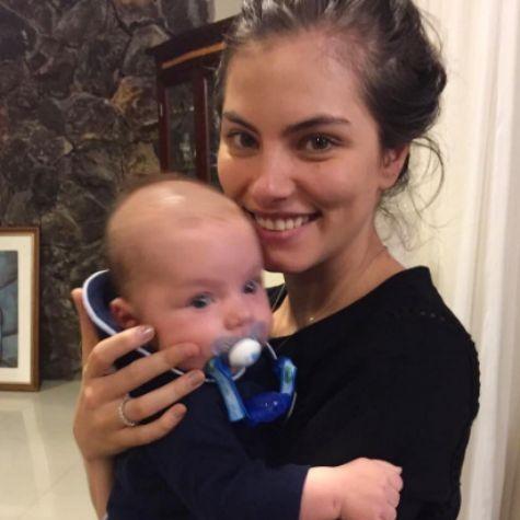 Bruna Hamú com o filho, Júlio (Foto: Reprodução)