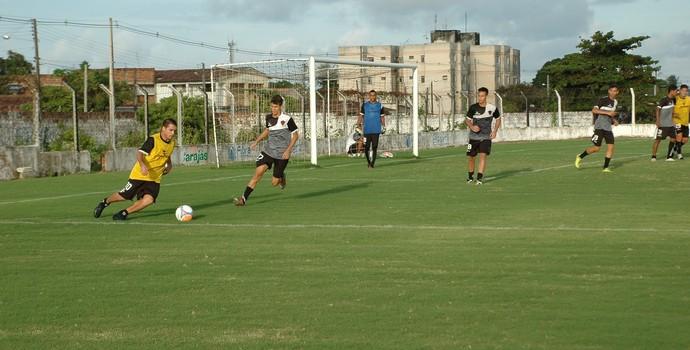 Doda, treino, Maravilha do Contorno, Botafogo-PB (Foto: Lucas Barros / GloboEsporte.com/pb)