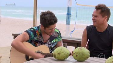 Zé Felipe canta ' Pensa em mim' ao lado de Leonardo
