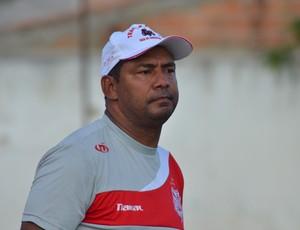Pedro prevê jogos duros para o Sergipe (Foto: João Áquila/GLOBOESPORTE.COM)