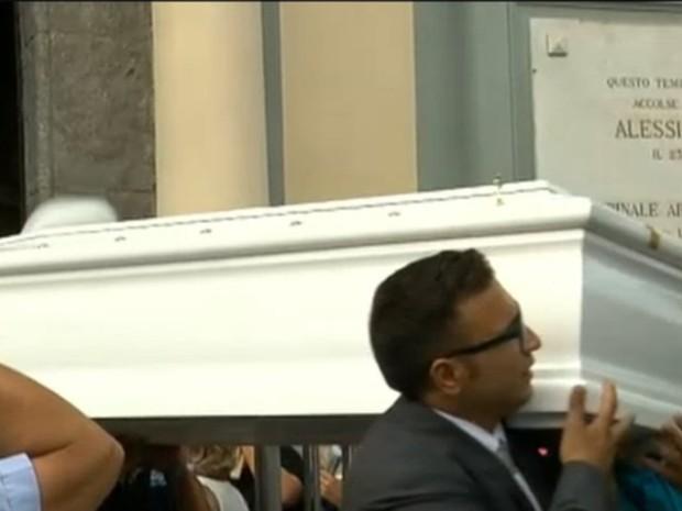 O enterro de Tiziana foi transmitido ao vivo pela TV italiana (Foto: Reprodução)