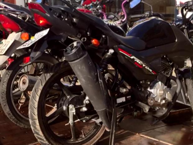Quadrilha invade pátio de Hortolândia e levam dezenas de motocicletas (Foto: Reprodução/EPTV)