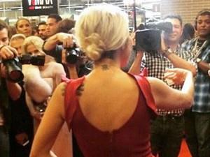 A primeira tatuagem de Luiza Possi foi na nuca, aos 17 anos (Foto: Arquivo Pessoal)
