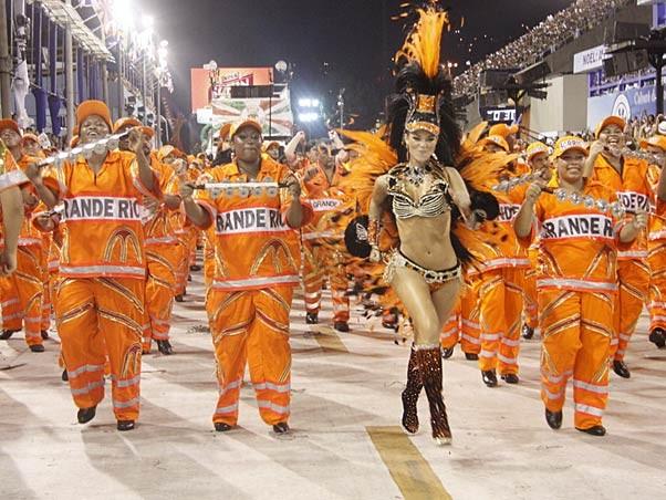 Paolla Oliveira no carnaval em 2010 (Foto: Isac Luz / EGO)