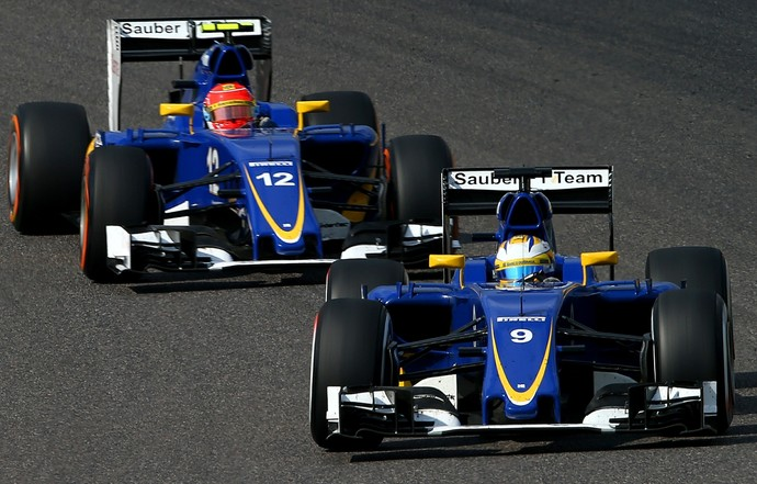 Felipe Massa atrás do companheiro Marcus Ericsson durante o GP do Japão (Foto: Getty Images)
