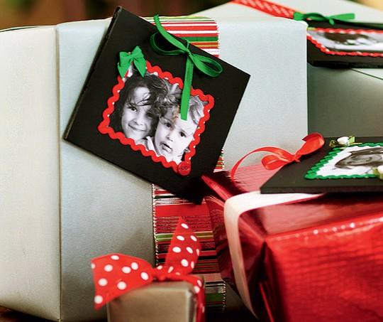 No dia de Natal, no lugar da etiqueta, coloque uma foto dos presenteados (Foto: Rogério Voltan / Casa e Comida)