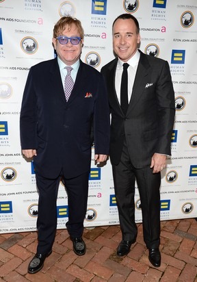 Elton John e David Furnish em evento beneficente em Washington, nos Estados Unidos (Foto: Getty Images/ Agência)