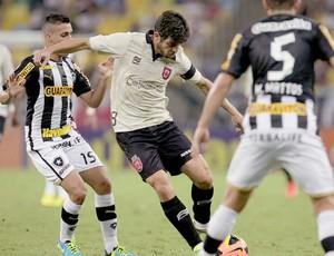 Juninho Pernambucano jogo Vasco e Botafogo (Foto: Marcelo Sadio / Site do Vasco)