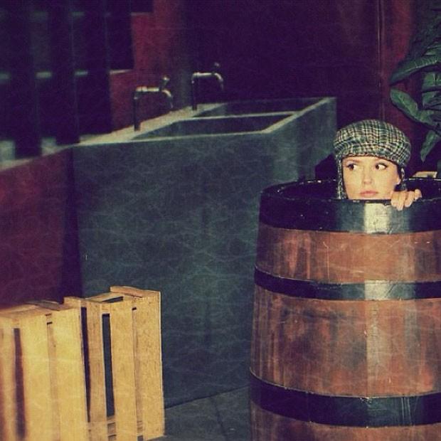 Rosanne Mulholland se vestiu de Chaves e entrou no barril do famoso personagem (Foto: Instagram/Reprodução)