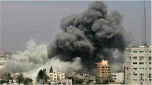 Faixa de Gaza tem sido alvo de centenas de ataques aéreos de Israel nos últimos oito dias (Foto: BBC)
