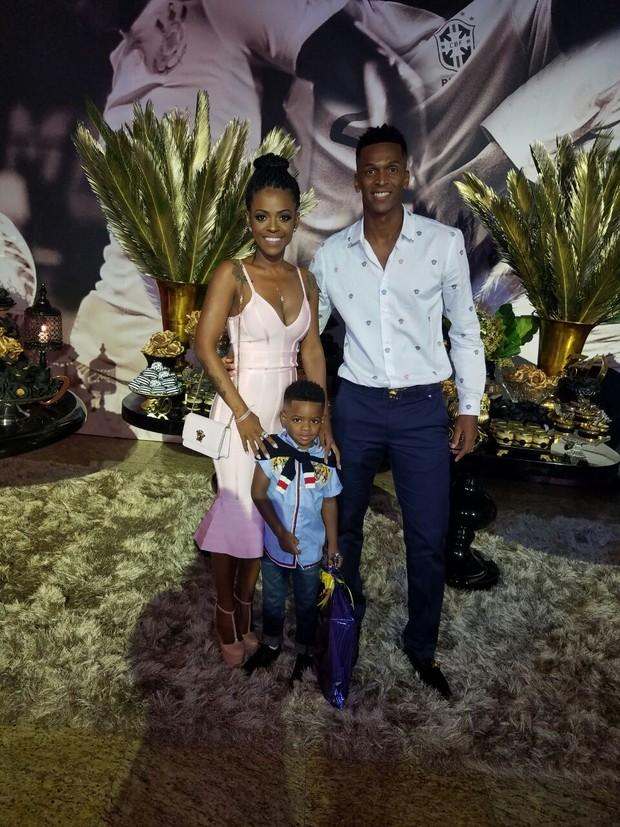Jô com a mulher Claudia e o filho (Foto: Divulgação/Divulgação)