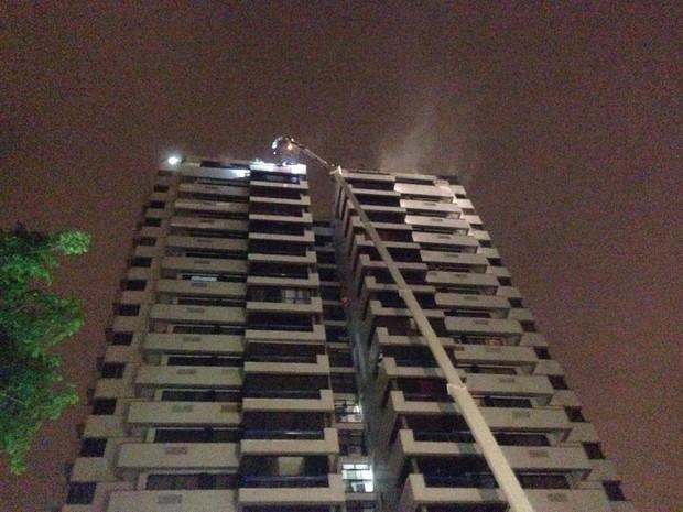 Apartamento que pegou fogo fica no 19º andar do Condomínio Alfa Barra II (Foto: Perla Rodrigues / G1)