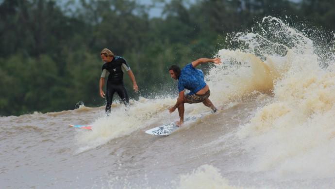 Surfistas confirmam o fim do surfe na pororoca do rio Araguai, no Amapá (Foto: Luciano Cabal/Arquivo Pessoal)