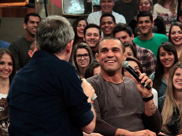 Vitor Belfort participa da gravação do programa Altas Horas (Foto: Marcos Mazini/Gshow)