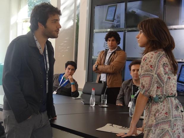 Davi chega atrasado em reunião e Manu o expulsa do projeto (Foto: Geração Brasil/TV Globo)