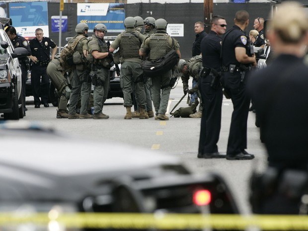 Tiroteio deixa feridos próximo a campus em subúrbio de Los Angeles. (Foto: Jonathan Alcorn/Reuters)