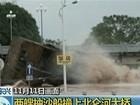 Tempestade faz draga colidir com ponte em rio na China