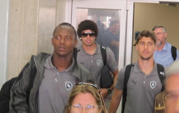 Andrezinho, Fellype Gabriel e Bruno Mendes botafogo   (Foto: Thales Soares/GLOBOESPORTE.COM)