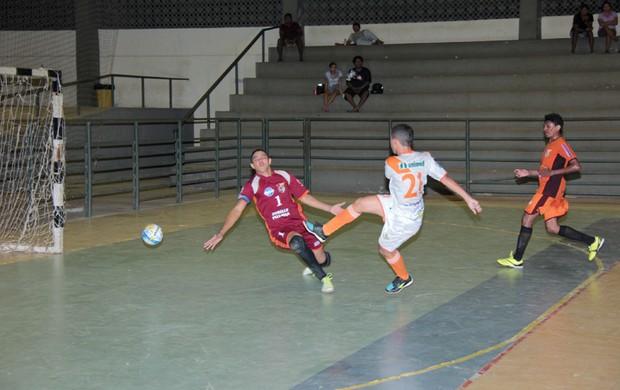 Valência e Pacaraima jogam pelo título da Divisão Inicial do futsal roraimense (Foto: Reynesson Damasceno)