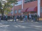 Funcionários protestam contra demissão de colegas na Protege